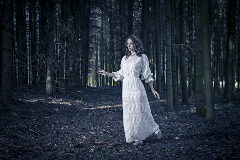 Woman wearing white dress in a forest - VTF000225
