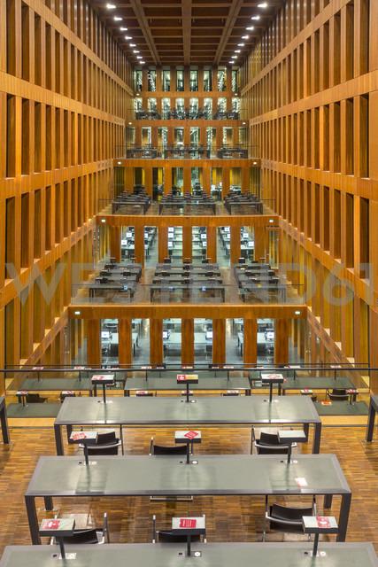 Germany, Berlin, reading room at Jacob-und-Wilhelm-Grimm-Zentrum - NK000112 - Stefan Kunert/Westend61