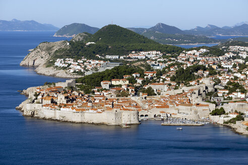 Croatia, Dubrovnik, elevated view to coast line with historic old city - WEF000081