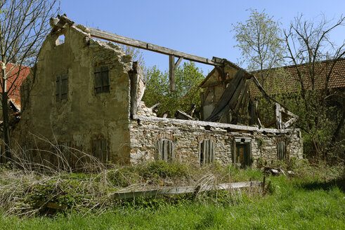 Germany, Bavaria, Upper Palatinate, Dietfurt, decaying Jura house - LB000747