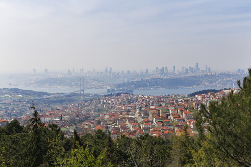 Turkey, Istanbul, Uskudar, View from Bueyuek Camlica above Bosphorus - SIEF005404
