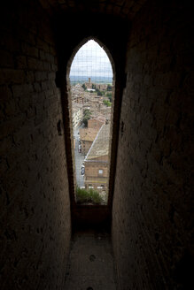 Italy, Tuscany, Siena, Torre del Mangia, View through window to old town - YFF000141