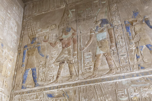 Egypt, Luxor, wall with hieroglyphs at Karnak temple - STD000103