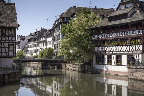 France, Alsace, Strasbourg, Petite-France, L'Ill river - SBDF000933
