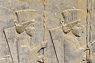Iran, antique achaemenid archeological site of Persepolis, bas-relief of persian soldiers on the Apadana Palace - ES001123