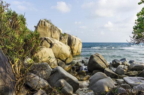 Indonesia, Riau Islands, Bintan, Nikoi Island, Rocky beach and sea - THAF000345