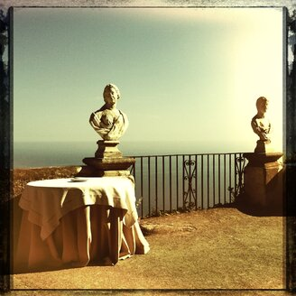 Italy, Campania, Amalfi Coast, Ravello, Villa Cimbrone, Terrazza dell Infinito, marble bust - STE000025