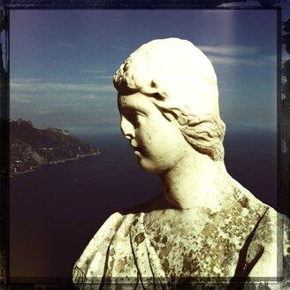 Italy, Campania, Amalfi Coast, Ravello, Villa Cimbrone, Terrazza dell Infinito, marble bust - STE000028