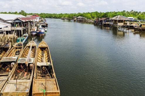 Indonesia, Riau Islands, Bintan Island, Fishing village with fishing boats - THAF000390