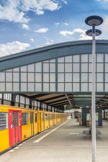 Germany, Berlin, subway station Gleisdreieck on the surface with waiting underground train - NKF000125