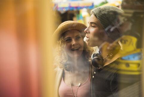 Teenage girl watching gum bubble of her boyfriend - UUF000625