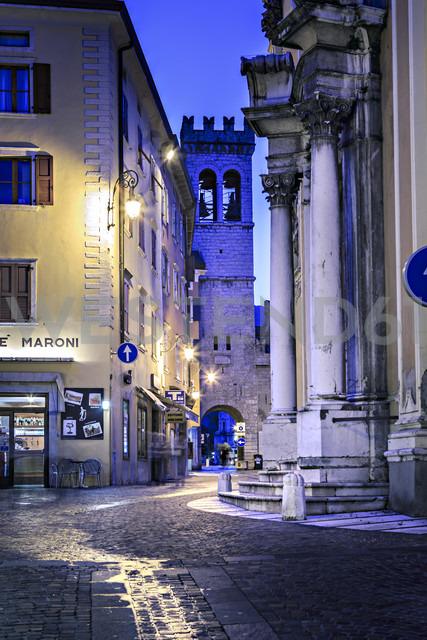Italy, Trentino-Alto Adige, Riva del Garda, Torre Apponale in the evening - VT000227 - Val Thoermer/Westend61