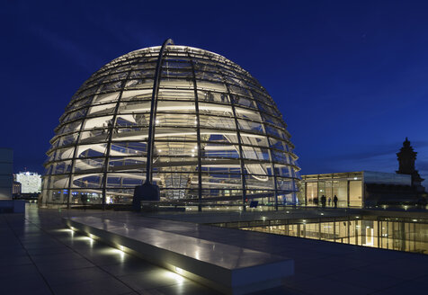 Germany, Berlin, Glass dome of Reichstag - HHE000092