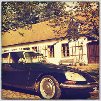 Classic car, french Citroen DS 21, Dessau, Saxony-Anhalt, Germany - SE000693