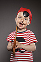 Portrait of little boy dressed as pirate - OJF000019