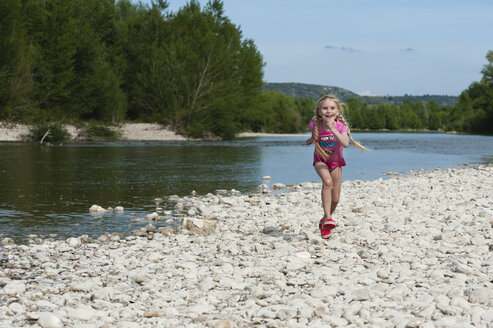 France, Languedoc Roussillon, Gard, girl, running in front of Gardon river - JBF000138