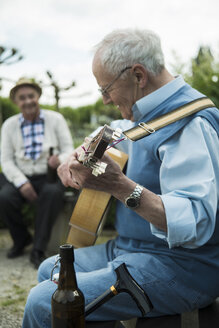 Two old men with guitar in the park - UUF000703