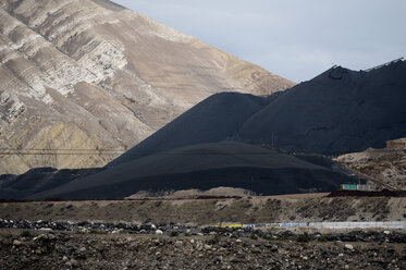 Peru, Junin, La Oroya, inronworks Doe Run, unsecured toxic slag - FLK000228