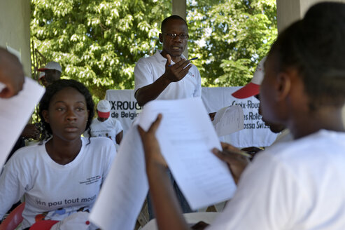 Haiti, Palmiste-a-Vin, Red cross training young people in disaster control - FLK000258