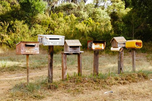 Australia, Western Australia, Mailboxes at the roadside - MBE001024