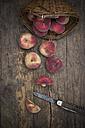 Vineyard peaches, Sliced vineyard peach and knife - LVF001386