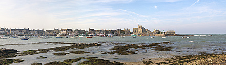 France, Lower Normandy, Manche, Barfleur, Panorama, Harbour of Barfleur in the evening - HAWF000280