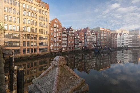Germany,Hamburg, Nikolaifleet at sunrise - RJ000182
