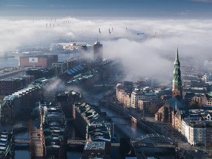 Hamburg, Speicherstadt in fog - HHEF000102