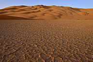Africa, Algeria, Sahara, Tassili N'Ajjer National Park, Tadrart, Claypan and sand dunes at Oued in Djerane - ES001200