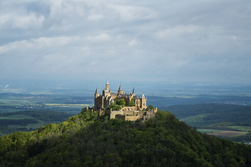 Germany, Baden Wuerttemberg, View of Hohenzollern Castle - EL001056