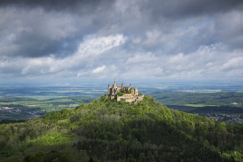 Germany, Baden Wuerttemberg, View of Hohenzollern Castle - EL001057