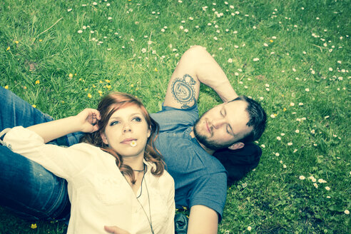 Young couple relaxing on meadow, elevated view - FCF000238