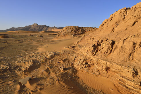 Africa, Algeria, Sahara, Tassili N'Ajjer National Park, Tadrart, Sand dune at the western escarpment of Tadrart plateau - ES001204