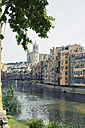 Spain, Catalonia, Girona Province, View on the Onyar river and the row of houses in Girona - MEMF000223