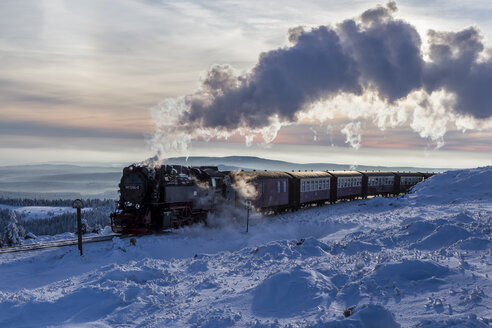Germany, Saxony-Anhalt, Harz National Park, Brocken, Harz Narrow Gauge Railway in winter against the sun - PVC000010