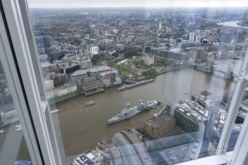 Great Britain, Endland, London, Southwark, View from The Shard to Tower Bridge and War ship HMS Belfast - WEF000136