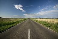 Italy, Tuscany, Castiglione della Pescaia, Empty road - MYF000418