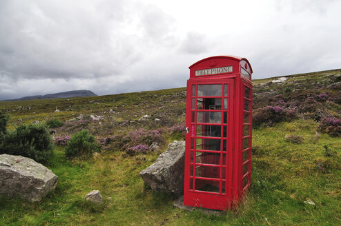 United Kingdom, Scotland, Red telephone box in the Highlands - LYF000076