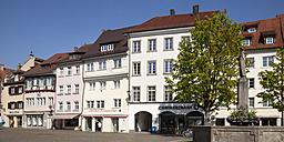Germany, Baden-Wuerttemberg, Ueberlingen, Hofstatt square with fountain - WIF000777