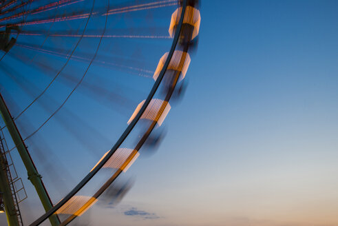Germany, North Rhine-Westphalia, Cologne, part of big wheel at blue hour - WGF000320