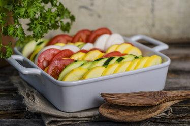 Preparing vegetarian vegetable casserole - ODF000740