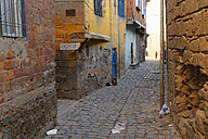 Turkey, Diyarbakir, view to alley in old town - SIEF005453