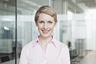 Germany, Munich, Businesswoman in office - RBYF000506