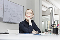 Germany, Munich, Businesswoman in office - RBYF000523