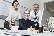 Germany, Munich Collegues in office working together - RBYF000537