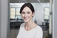 Germany, Munich, Businesswoman in office - RBYF000543