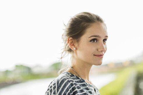 Portrait of smiling teenage girl - UUF001048