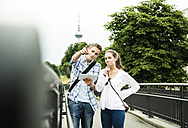 Portrait of young couple searching right direction - UUF001076