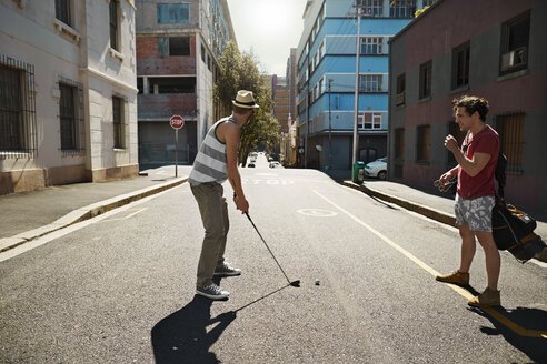 Two friends playing urban golf in the city - VVF000138