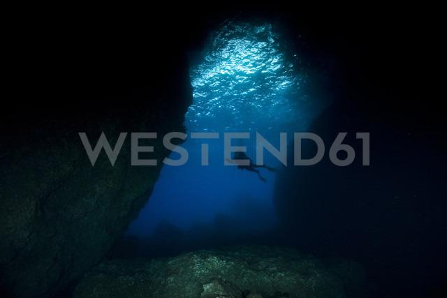 Portugal, Azores, Santa Maria, Atlantic Ocean, cave and diver - ZCF000099
